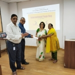 Technical Director, Dr. V.S. Velingkar, Dean, Dr. M.N. Saraf & Campus Supervisor, Prof. Shamim felicitating Ms. Vasudha Gore